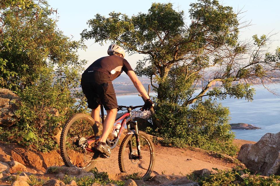 vélo enduro randonnée en bord de mer