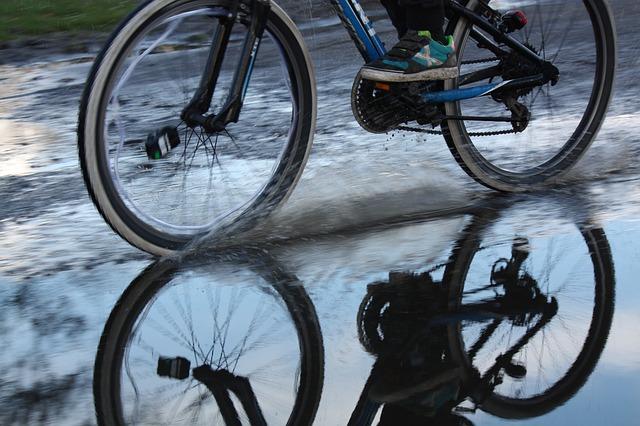 vélo électrique sous la pluie