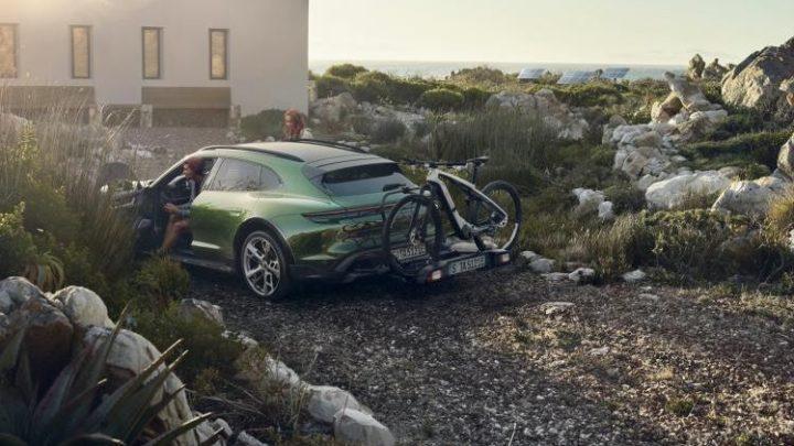 Voiture Porsche avec vélo électrique